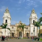 Les enfants arrivent de la rue ou de leur milieu familial avec leur religion. Il est très rare au Pérou de ne pas avoir de religion, celle-ci occupe une place importante dans la vie quotidienne comme dans l'histoire du pays.