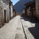 Pissac, la rue de l'atelier de la famille Huaman.