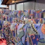 ensuite les pièces réalisées sont lavées à la main puis séchées au soleil de Cusco