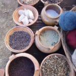 A chaque graine, pierre, feuille, cochenille sa couleur.