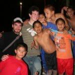 et sont partis 3 mois à Lima rencontrer les enfants dans les rues, au travail, à cima, les producteurs d'ayud'art.