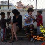en proposant différentes activités ludiques et musicales qui permettront aux enfants de développer créativité,