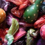 Les fruits peuvent être teintés selon les modèles de crèches et de maracas