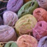 Il nous présente ses laines d'une qualité irréprochable, 100% Alpaga.